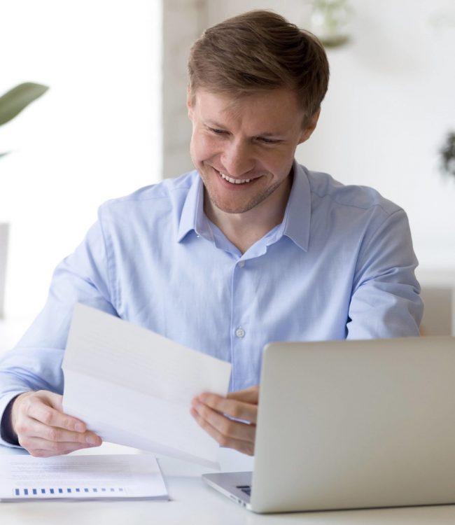 zufriedener-mitarbeiter-dank-geldwerte-leistungen